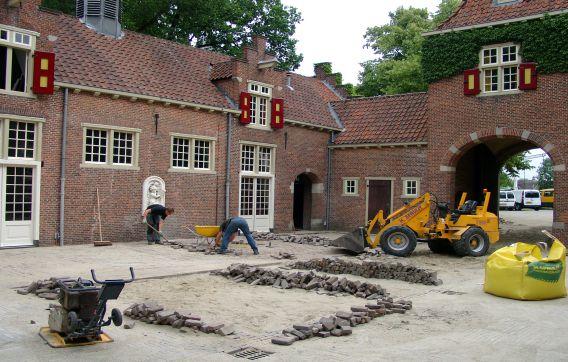 Nyenrode Koetshuis straatwerk bestrating