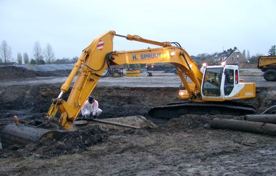graven graafmachine grondwerk aanleg overweer